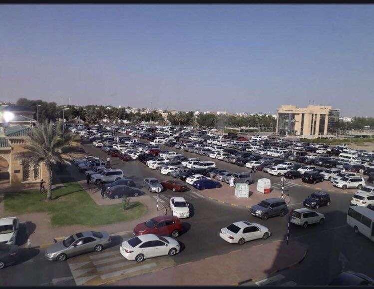 مدينة العين الإماراتية تشيع طفلة أردنية يعالج أهلها في المستشفى بعد حادث مروري