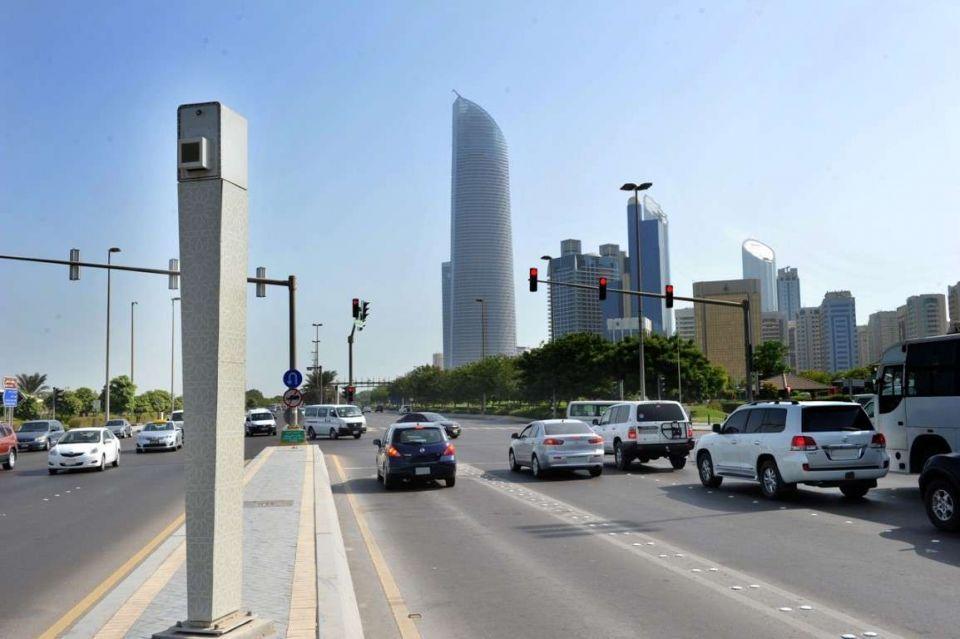 إمارة أبو ظبي: 13 ألف مخالفة تجاوز للإشارة الحمراء في 2017