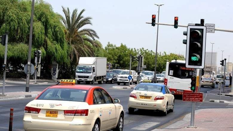 دبي:  تجاوز الإشارة الحمراء تسبب بـ 100 حادث مروري في 2017