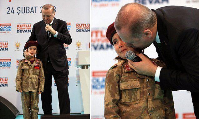 انتقادات لـ اردوغان بعد توبيخه طفلة تركية بكت بالزي العسكري