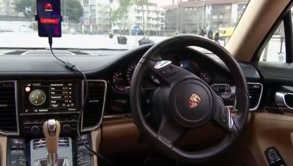 الكشف عن هاتف يمكنه قيادة السيارة ذاتيا