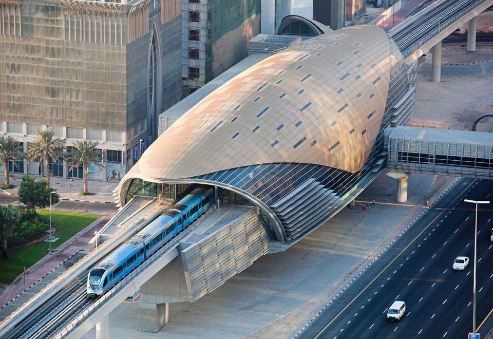 عودة مترو دبي للعمل مع عودة كافة خدمات طرق دبي إلى طبيعتها