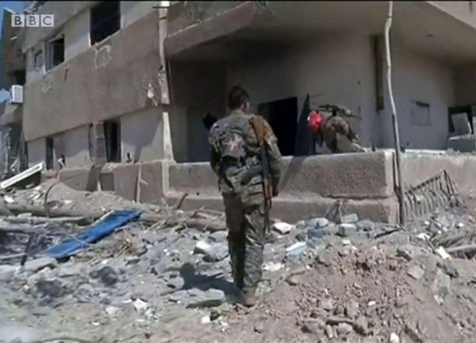 اتهام القوات التركية وحلفاءها بسلب ونهب المحال التجارية والمنازل في عفرين السورية