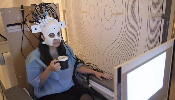 ابتكار جهاز تصوير مغناطيسي لمسح المخ داخل خوذة