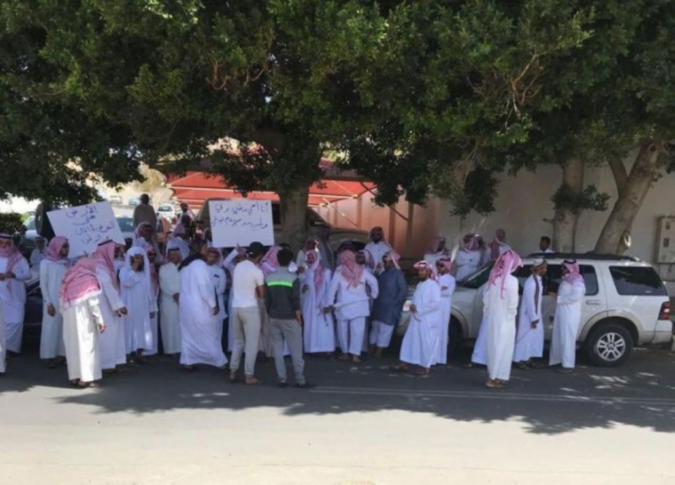 القبض على عشرات السعوديين تزعموا تجمعاً أمام محافظة الطائف