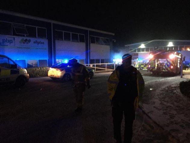 شاهد كيف أدى انفجار شاحن كمبيوتر محمول إلى احتراق مكاتب شركة