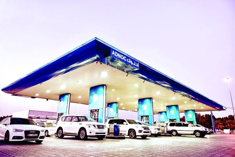 أدنوك للتوزيع توفر خدمة توصيل الوقود وأسطوانات الغاز إلى العميل