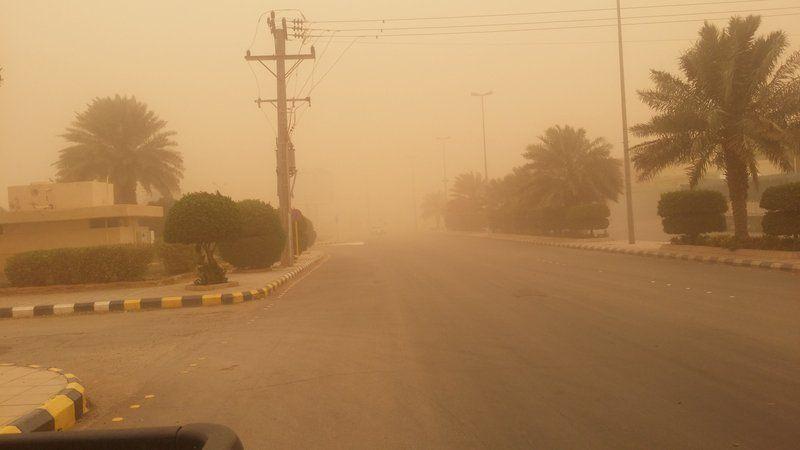 موجة غبار قوية تعلق الدراسة بعدة مناطق بالسعودية