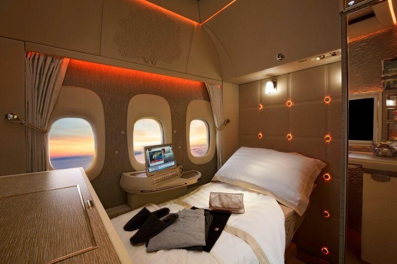 طيران الإمارات تعرض جناح الدرجة الأولى الجديد في سوق السفر العربي