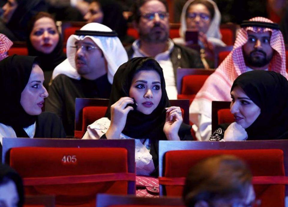 توفير مصليات والابتعاد عن المدارس.. السعودية تصدر شروط دور السينما