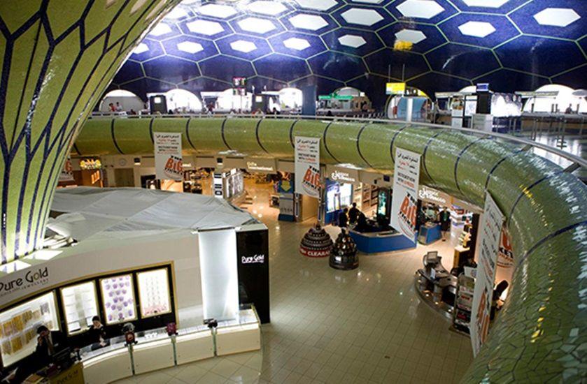 مطار أبوظبي الدولي يطبق نظاما تقنيا جديدا لإدارة تدفق المسافرين