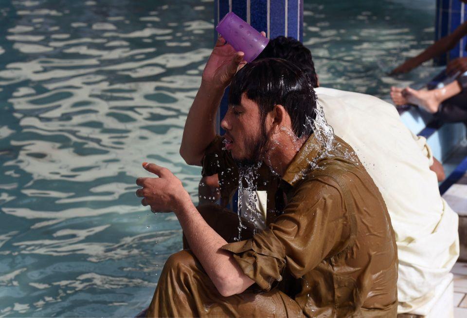 موجة حر تتسبب بوفاة 65 شخصا بمدينة كراتشي الباكستانية