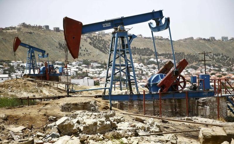 النفط يتراجع بعد ارتفاع المخزونات الأمريكية