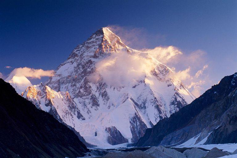 إماراتي يسعى ليكون أول عربي يصل K2 ثاني أعلى قمة في العالم