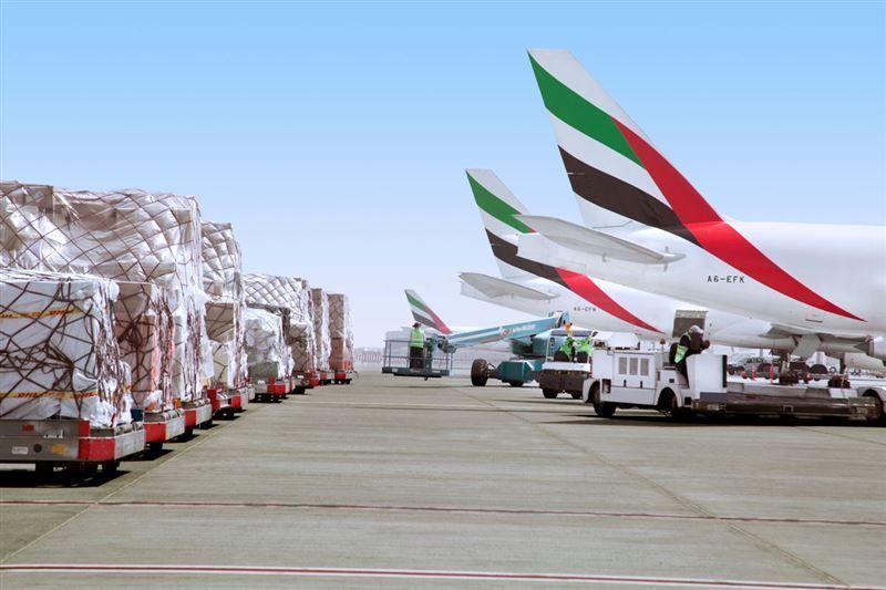 الإمارات وكندا تبحثان زيادة رحلات الطيران المباشرة
