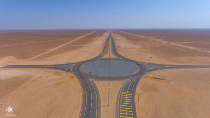 أعجوبة هندسية: أول طريق يربط عٌمان بالسعودية مباشرة عبر الربع الخالي