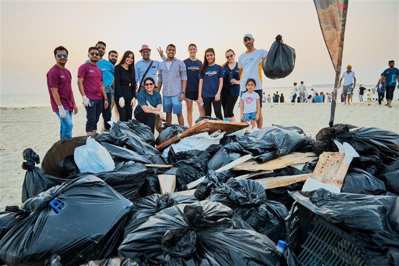 إكسبو 2020 دبي يشارك في تنظيف شاطئ محمية جبل علي