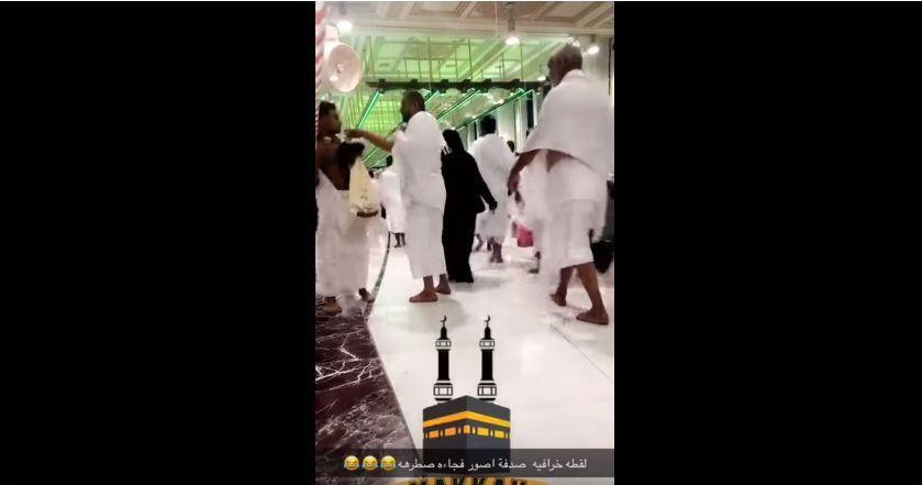 فيديو: معتمر يصفع شاباً في الحرم المكي