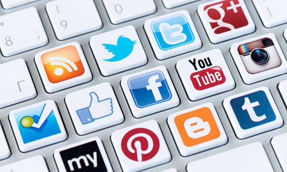 ما سر شغف السعوديين بالإنترنت ومواقع التواصل؟
