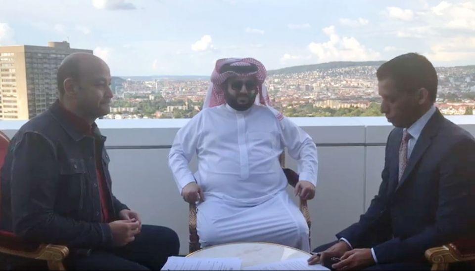 عمرو أديب يصبح أغلى مذيع عربي بعقد مع إم بي سي لتقديم برنامج أسبوعي