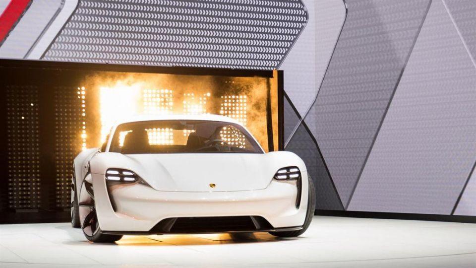 """بالصور: أول سيارة كهربائية تعرضها """"بورش"""""""