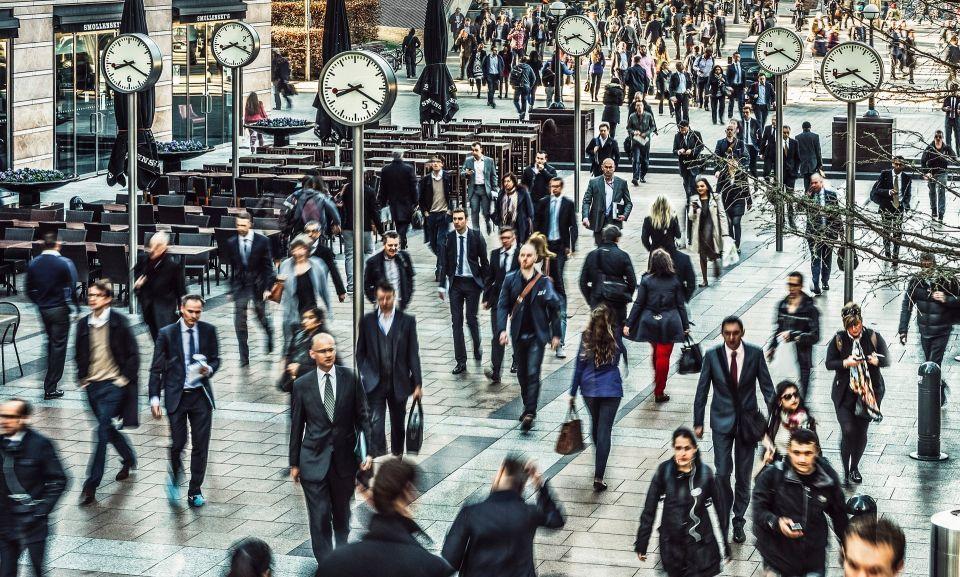 إجبار الشركات على كشف الفرق بين رواتب الرؤساء والموظفين في بريطانيا