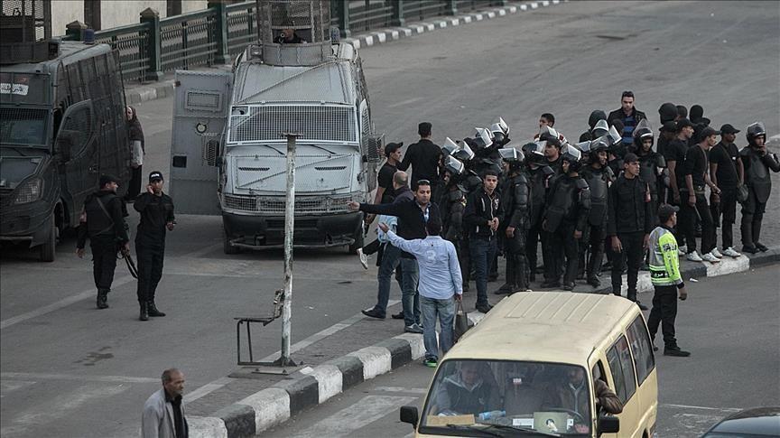مصر: انتشار أمني بمحطات الوقود وسيارات الأجرة عقب زيادات جديدة