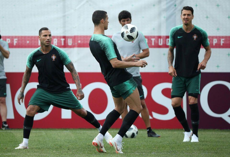 بالصور: كريستيانو رونالدو يتألق فى تدريبات المنتخب البرتغالى استعدادا للمغرب