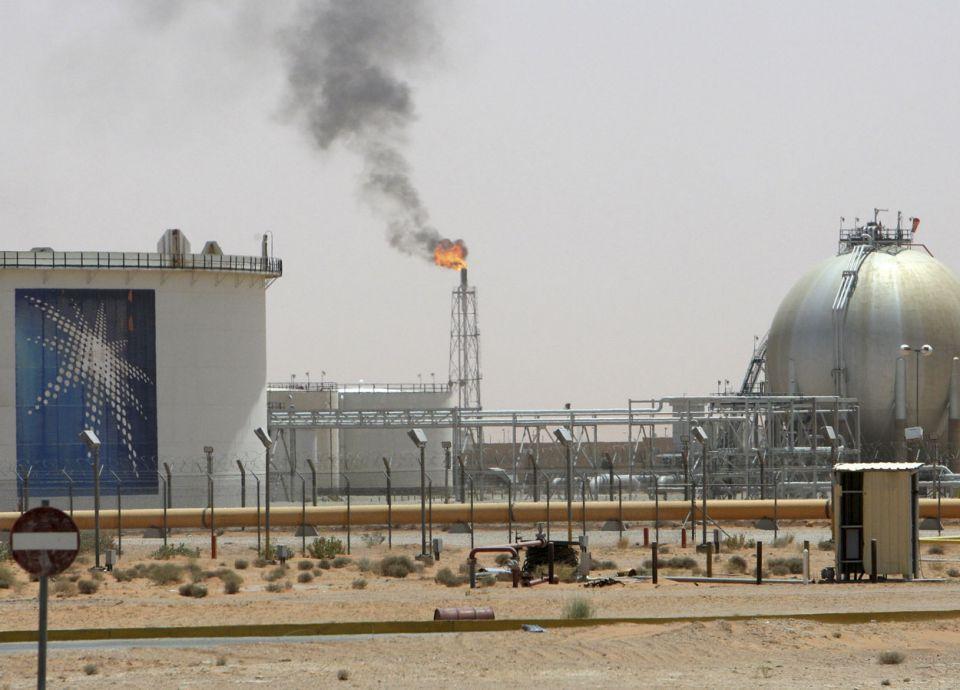 السعودية تزود مصر بمليون برميل نفط شهرياً