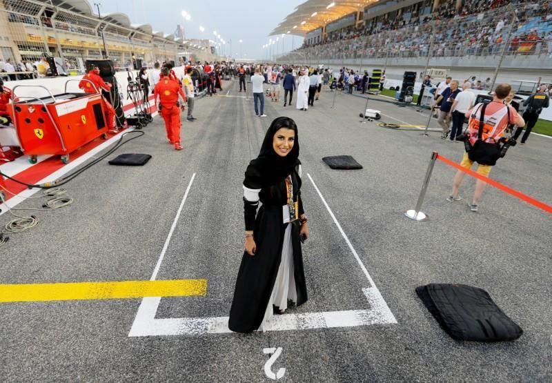 سعودية تقود سيارة فورمولا 1 قبل جائزة فرنسا الكبرى