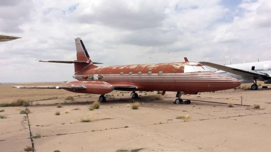 """بالصور: الطائرة الخاصة للراحل """"ألفيس بريسلي"""" للبيع"""