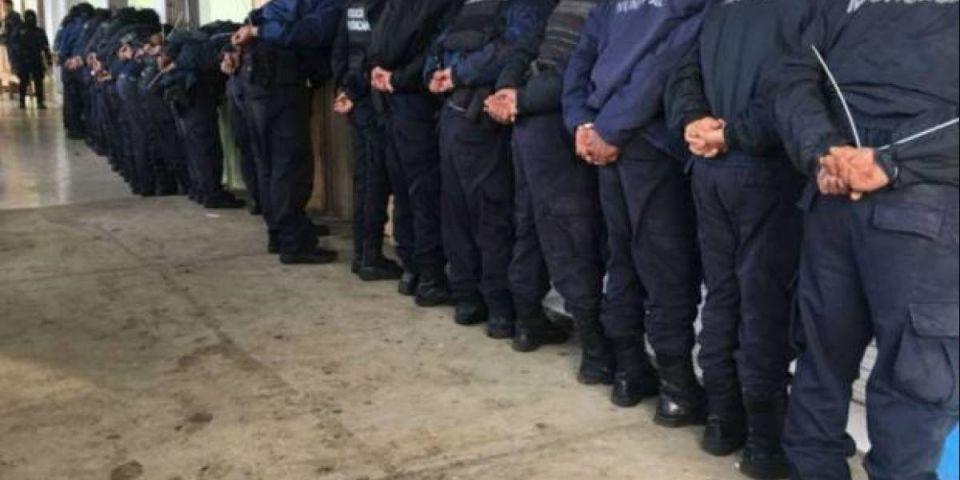 اعتقال كل شرطة بلدة مكسيكية