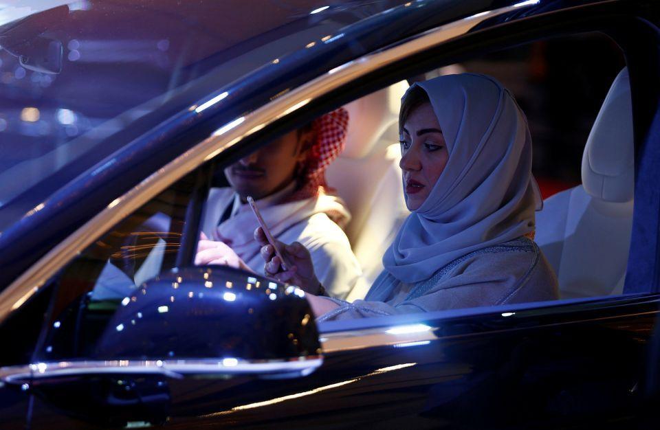 منع النساء من نقل الرجال في السعودية