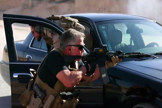 بالفيديو... ملك الأردن ونجله في محاكاة عسكرية لعملية كوماندوز