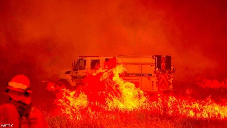 عمليات إجلاء للسكان بسبب حرائق الغابات المستعرة فى كاليفورنيا