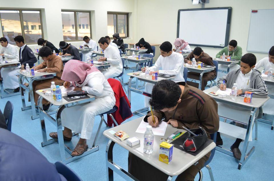 السعودية تبدأ بضم وإغلاق آلاف المدارس الحكومية الصغيرة