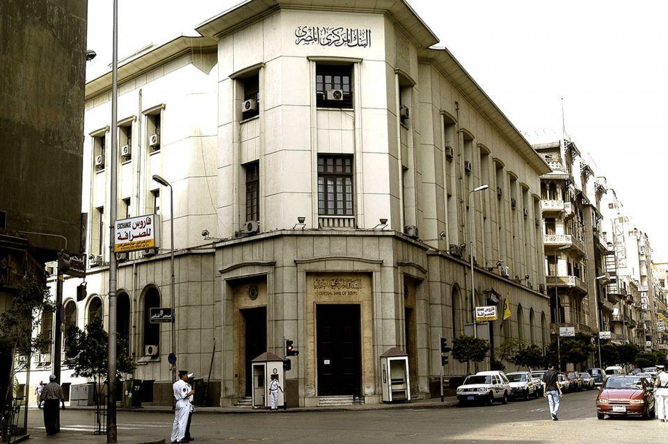 تحويلات المصريين بالخارج تقفز 41% في أبريل