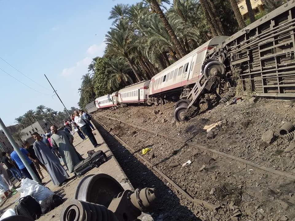 فيديو: إصابة 55 شخصا بعد خروج قطار عن القضبان في مصر