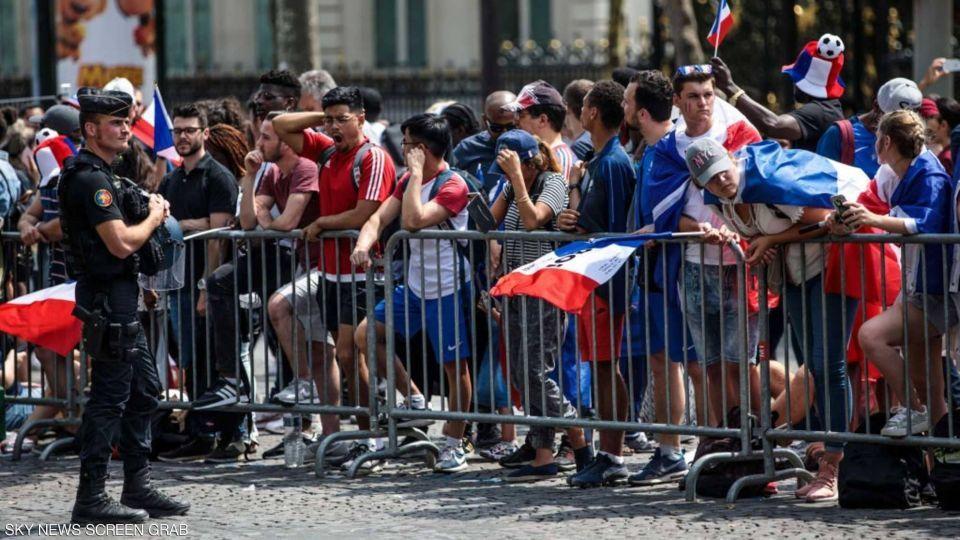 بالصور : احتفالات ملأت الشوارع الفرنسية بوصول المنتخب الفرنسي