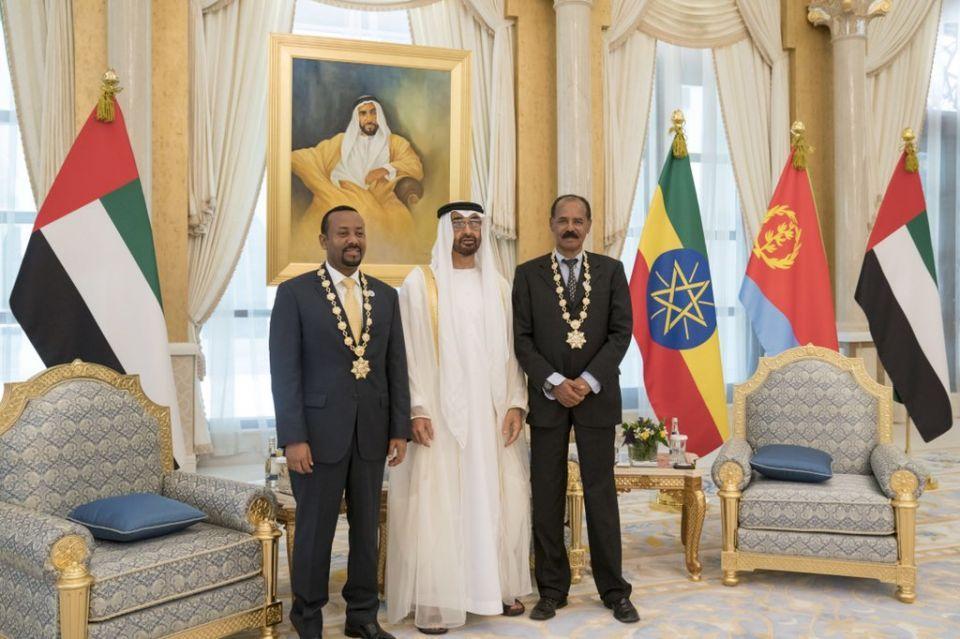 محمد بن زايد يقلد رئيس إريتريا ورئيس وزراء أثيوبيا وسام زايد
