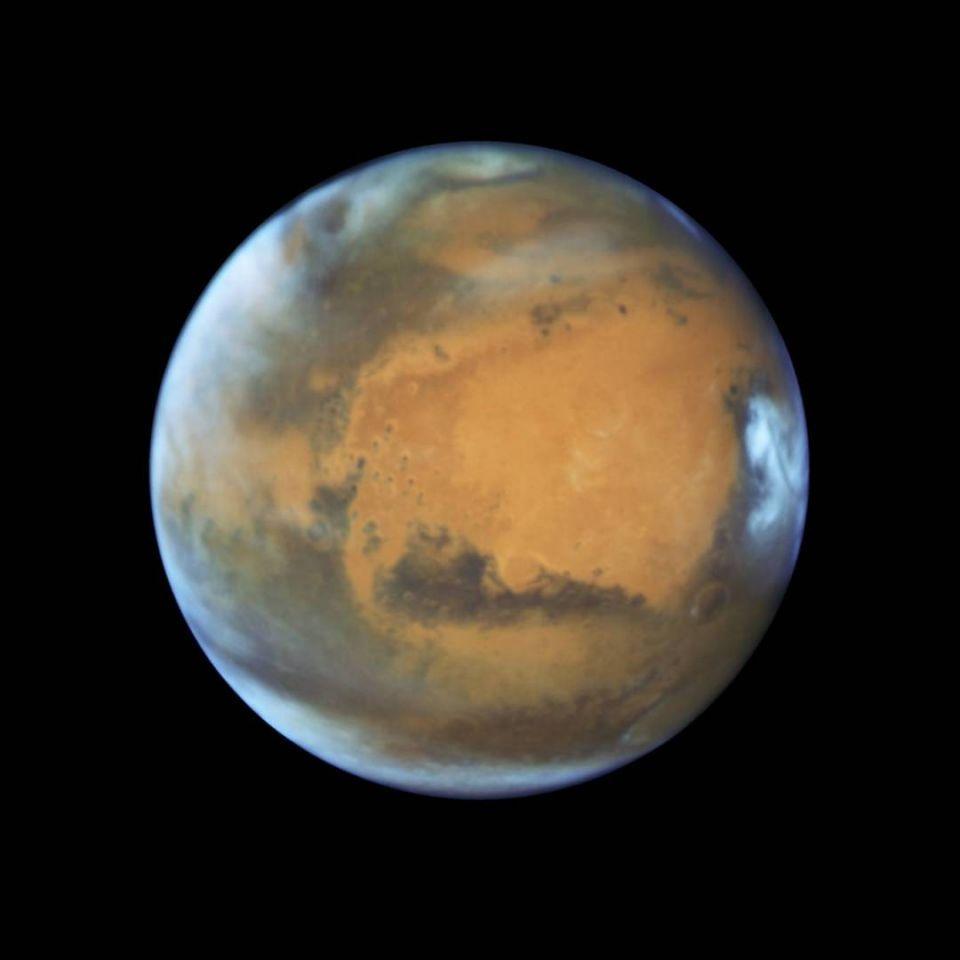 بالصور: اكتشاف بحيرة شاسعة من المياه السائلة في المريخ