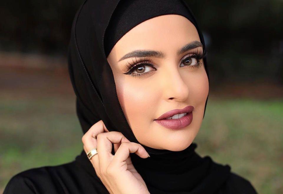 بعد إعلان ماركة مكياج عالمية وقف التعامل معها.. سندس القطان: هذا استهداف للكويت والإسلام