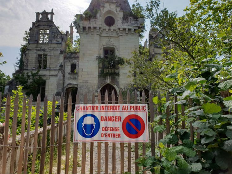 بالصور: 27 ألف شخص يتشاركون عبر الإنترنت لشراء قصر في فرنسا