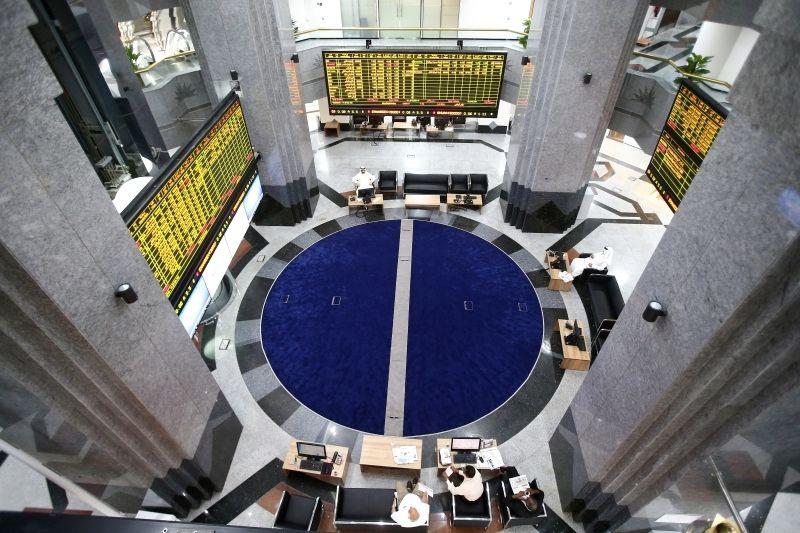بورصات الخليج تغلق على تباين وأسهم قيادية تدعم أبوظبي ودبي