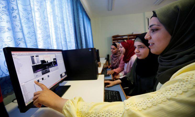 أربع فتيات فلسطينيات في المرحلة النهائية من مسابقة للتكنولوجيا في أمريكا