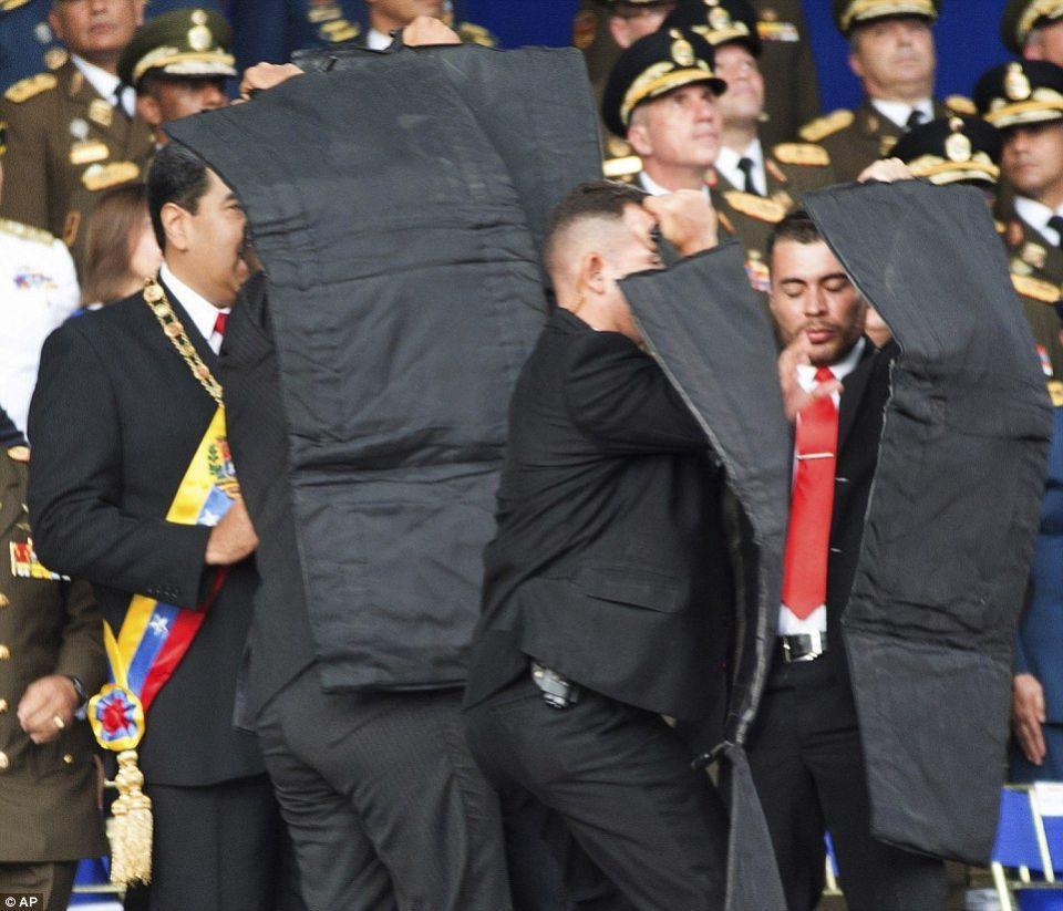 شاهد انفجار طائرة مسيرة في محاولة اغتيال رئيس فنزويلا