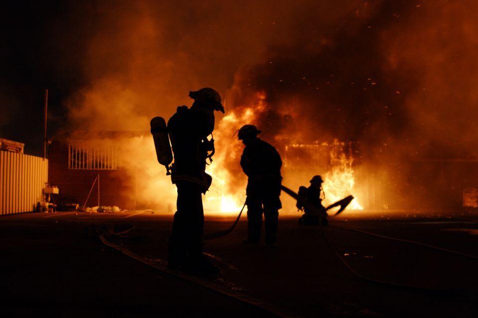 كم تبلغ نسبة حرائق العمد في دبي؟