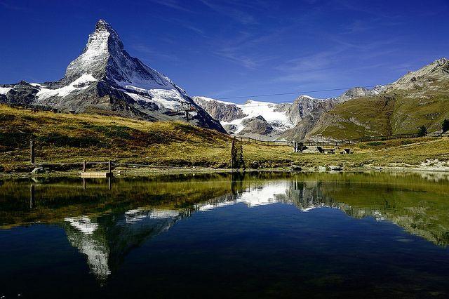 بالصور: العائلات الاماراتية والخليجية تستعد للفعاليات في جبال الألب السويسرية