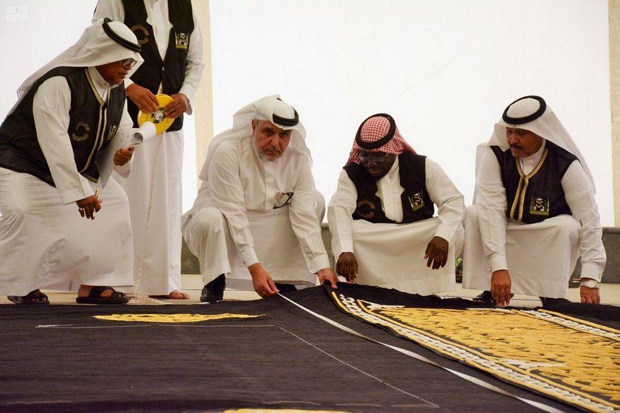 السعودية تستخدم تقنية جديدة لتطريز كسوة الكعبة