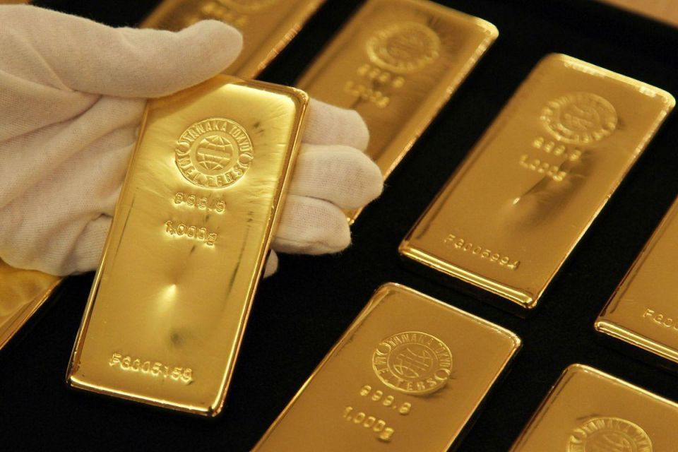 الذهب يهبط لأقل مستوى في 17 شهرا والمستثمرون يلوذون بالدولار